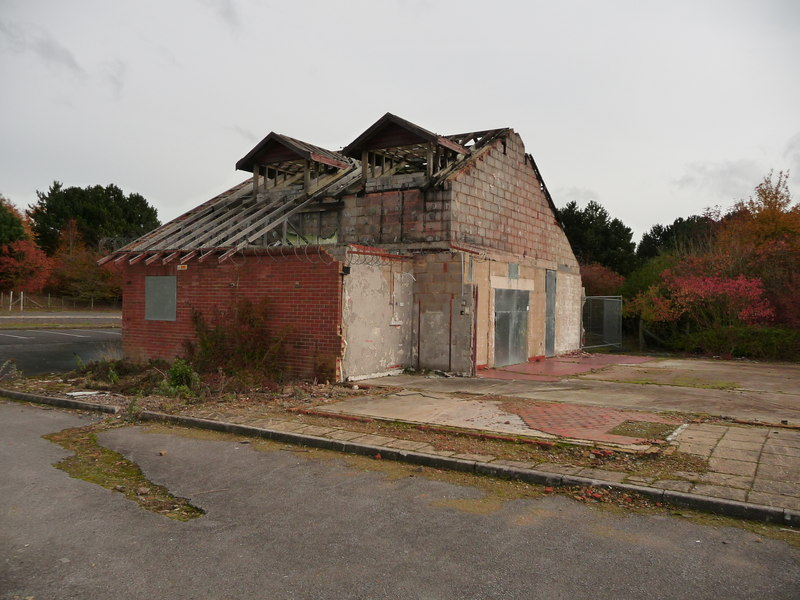File:Weyhill eastbound abandoned restaurant.jpg