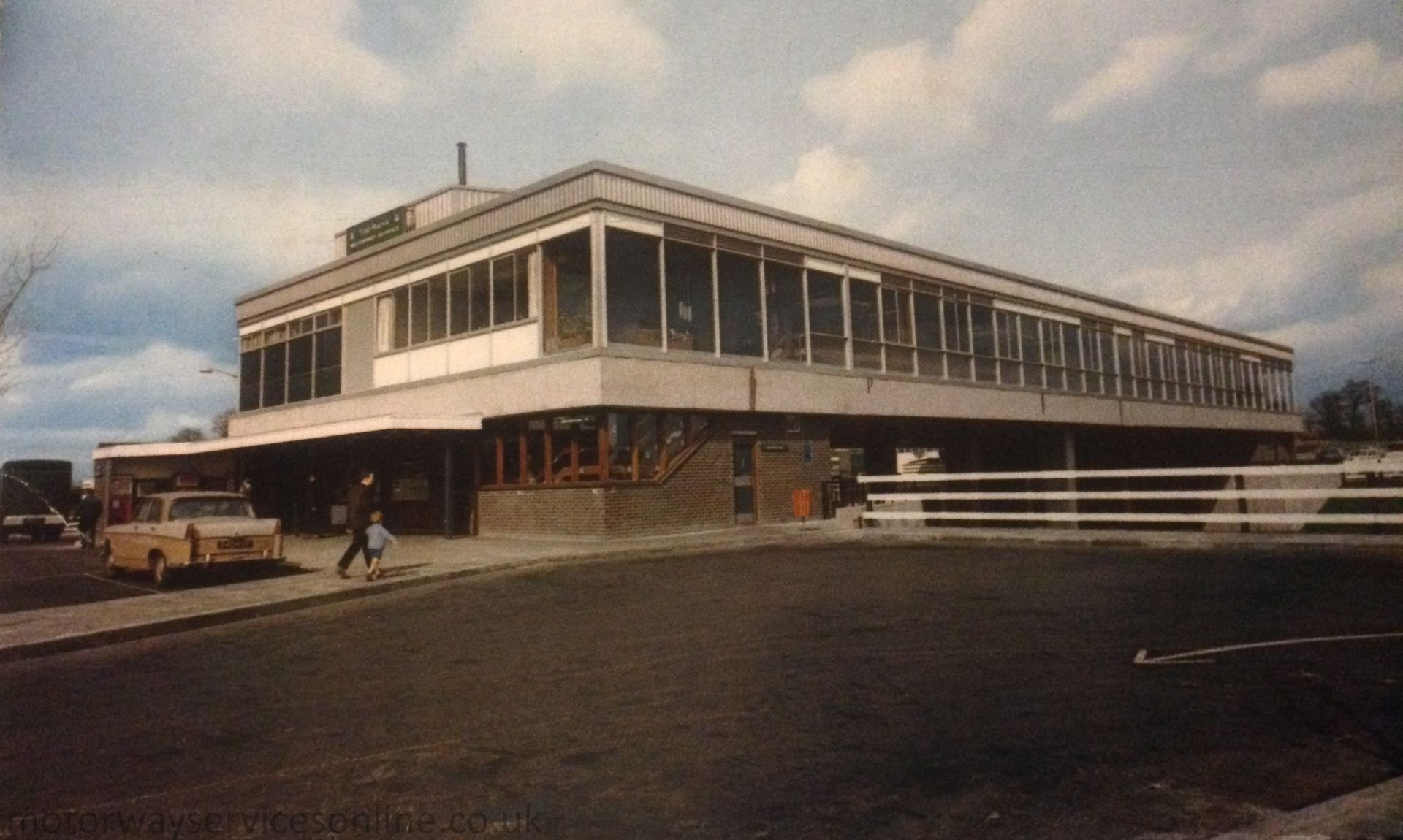 1920px-Knutsford_1960s.jpg