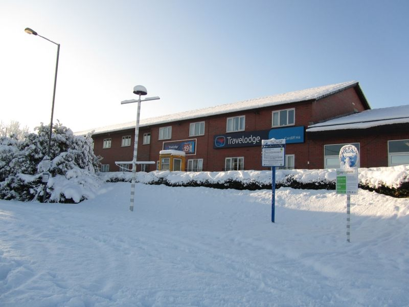 File:Cardiff West Travelodge snow.jpg